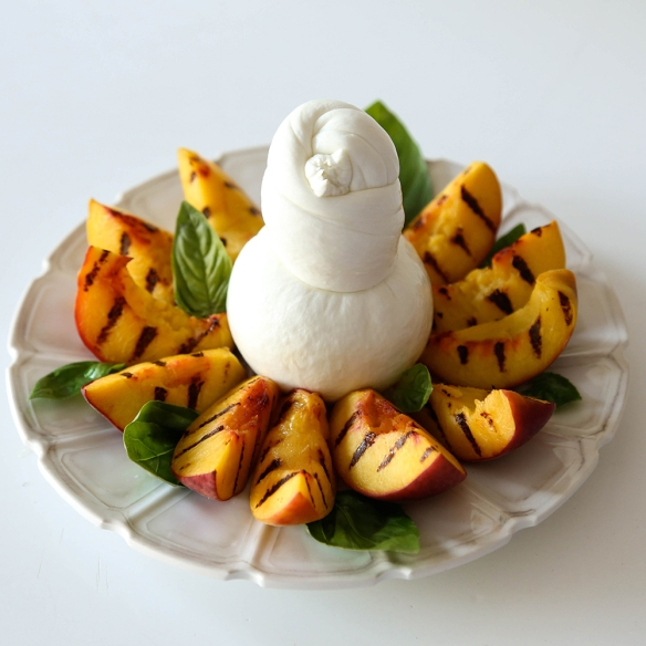 Burrata- salad- caprese - peach